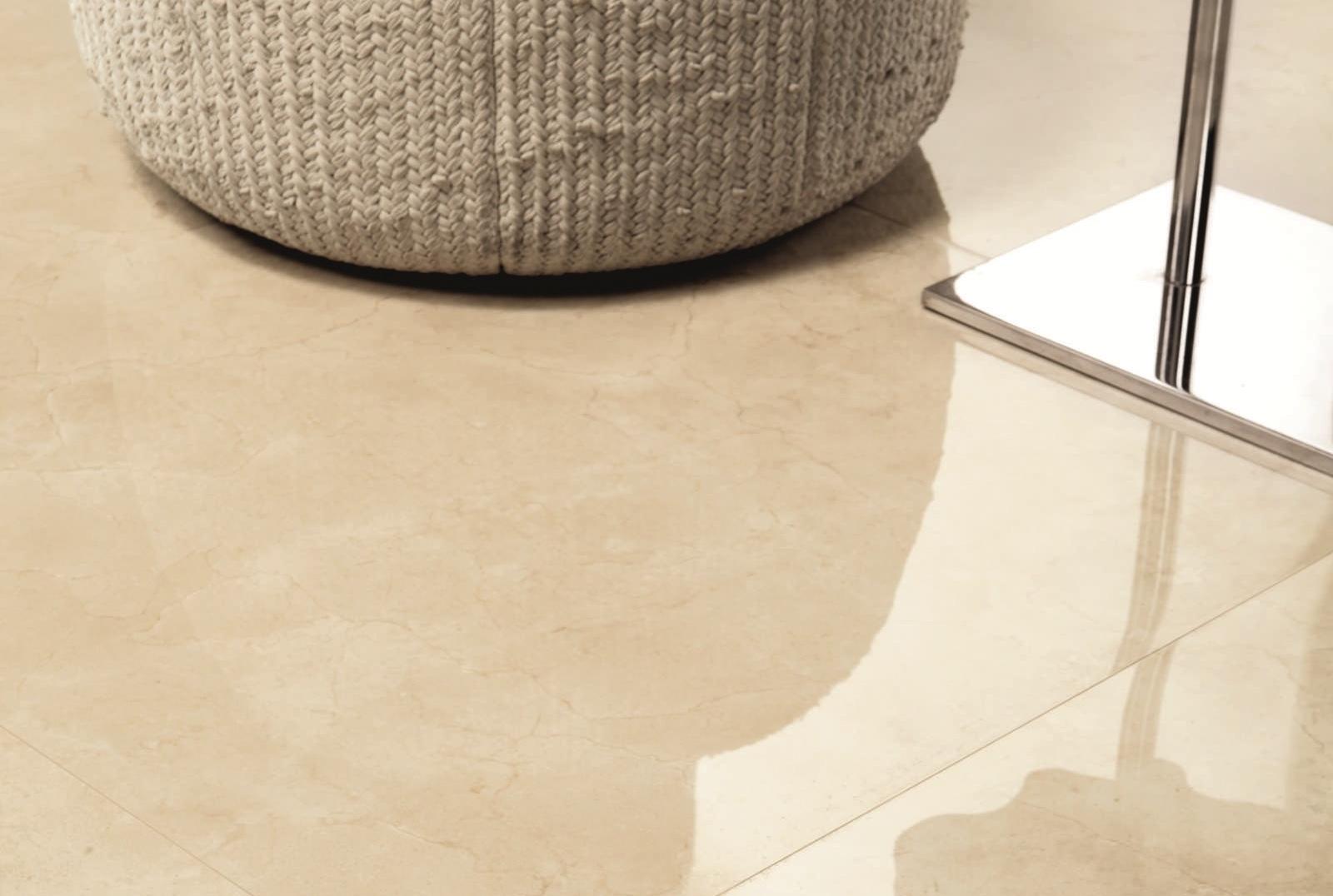 Recuperar el brillo de los suelos de m rmol o terrazo es for Marmol para suelos
